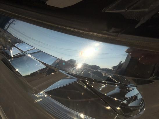 クラック除去中のトヨタアルファードのヘッドライトの状態7