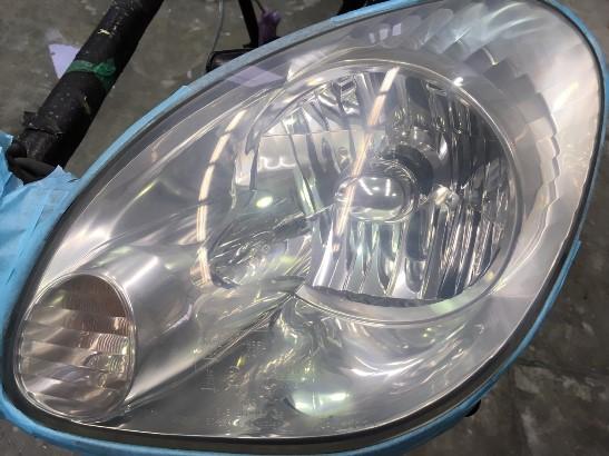トヨタアリストのヘッドライト黄ばみ除去途中の状態2