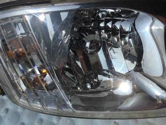 専用クリア塗装前のヘッドライトの状態2