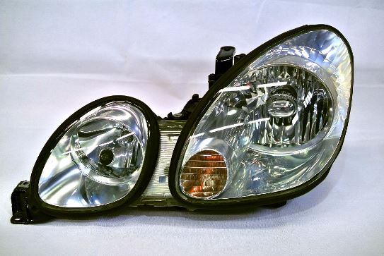 ヘッドライト黄ばみ除去作業が完成したトヨタアリストのヘッドライトの状態4