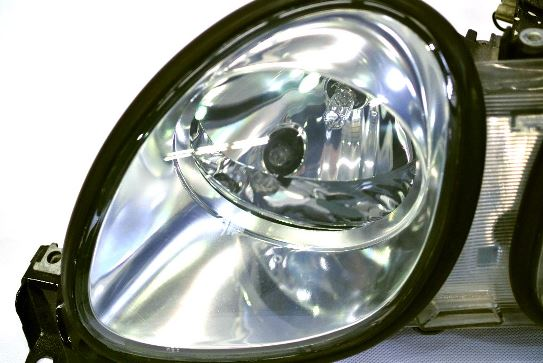 ヘッドライト黄ばみ除去作業が完成したトヨタアリストのヘッドライトの状態6