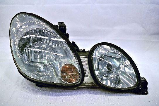 ヘッドライト黄ばみ除去作業が完成したトヨタアリストのヘッドライトの状態7