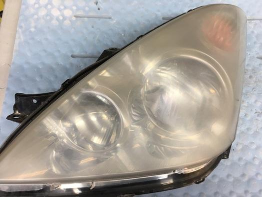 ヘッドライトスチーマー施工前に黄ばみ除去をしたヘッドライトの状態