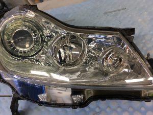 ヘッドライトスチーマー施工後の日産フーガのヘッドライトの状態